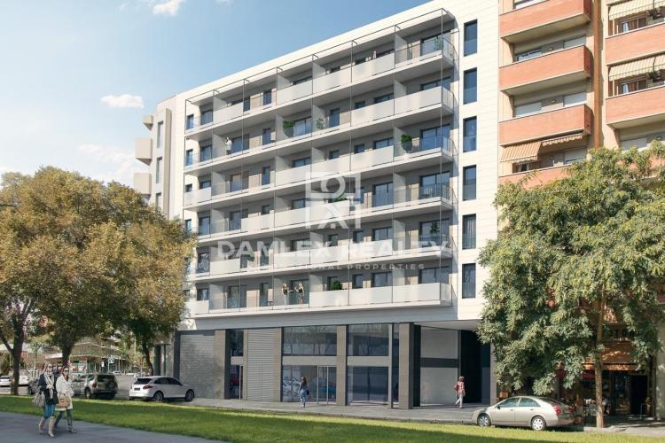 Apartamento de tres dormitorios en edificio de obra nueva a con piscina