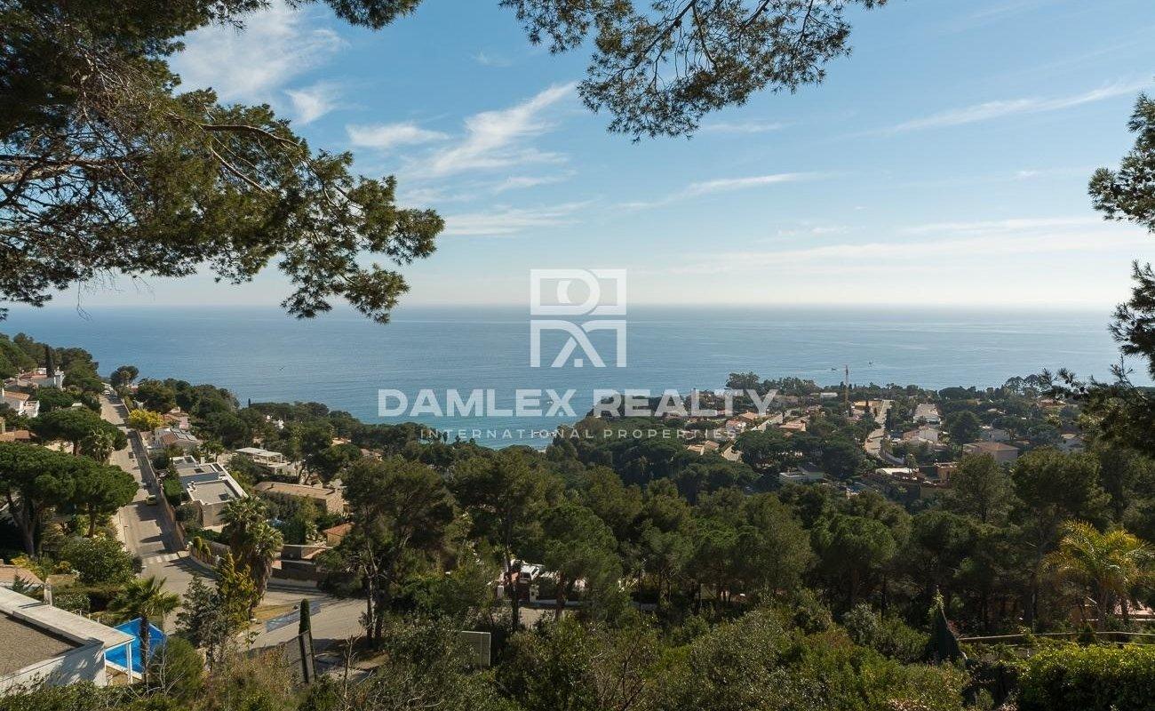 Terreno con ubicación exclusiva y vista panorámica al mar.
