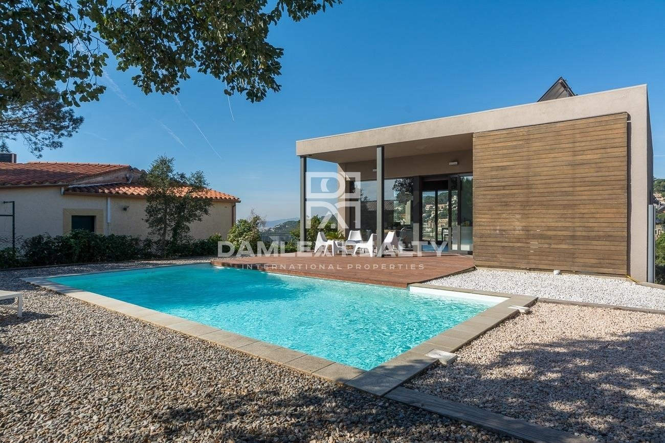 Villa contemporánea, bioclimática y íntima con vista al mar