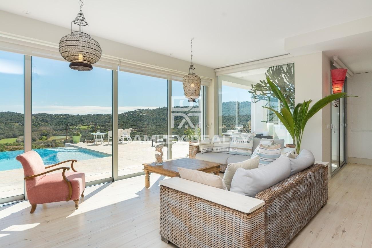 Preciosa villa contemporánea con vista panorámica a la bahía de Palamós