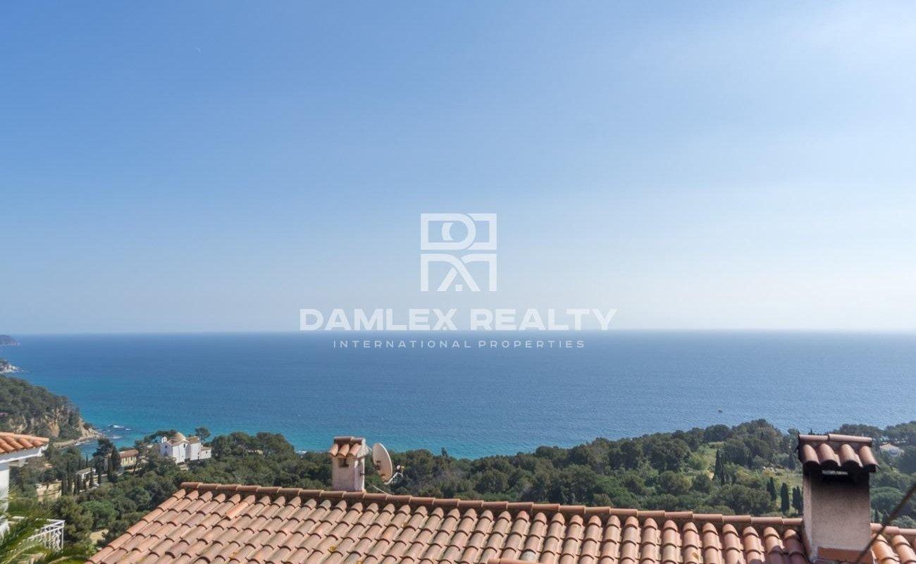 Casa con impresionantes vistas al mar desde todas las habitaciones.