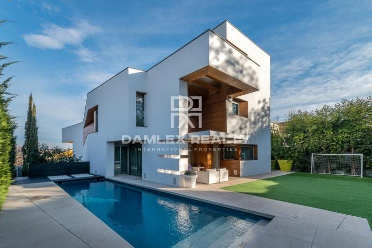 Moderna villa de lujo cerca de Barcelona