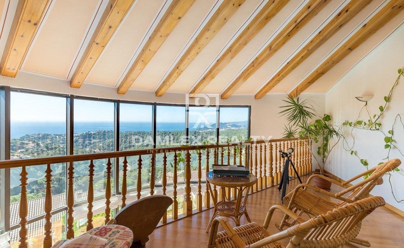 Gran casa en una gran parcela con vistas al Mar y Montaña.