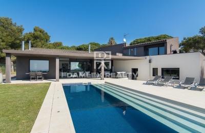 Villa moderna con vistas panorámicas al mar. Begur