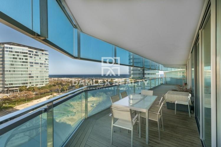 Apartamento en primera línea de mar en la zona de Diagonal Mar.