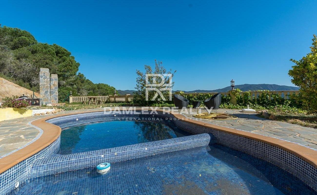 Villa tranquila con vista panoramica y licencia turistica