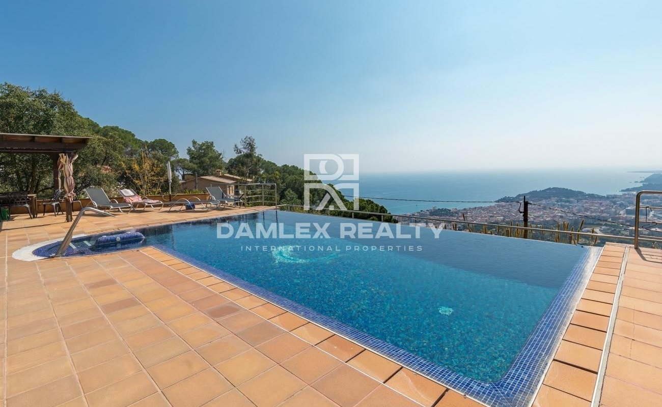 Villa en Lloret de Mar con vistas panorámicas al mar.