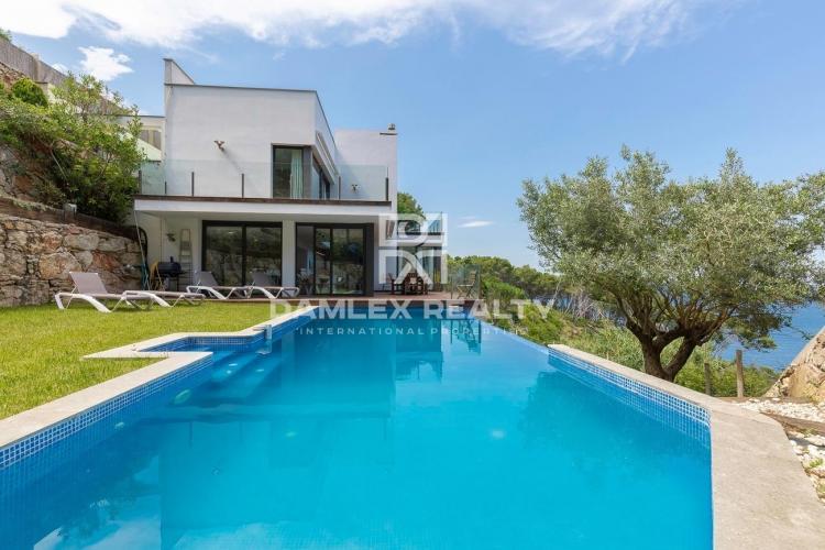 Hermosa villa de lujo frente al mar