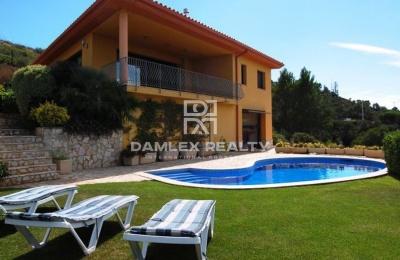 Villa en Begur a poca distancia de la playa.