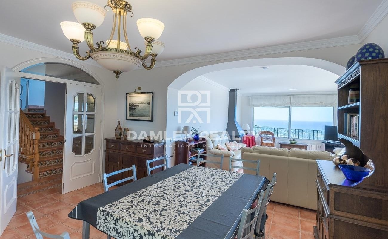 Amplia villa mediterránea con impresionantes vistas al mar cerca del centro de Begur