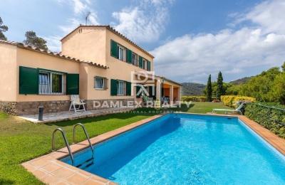 Villa con una hermosa vista del mar en un pueblo tranquilo de la Costa Brava