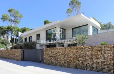 Nueva casa de estilo moderno en Playa d´aro