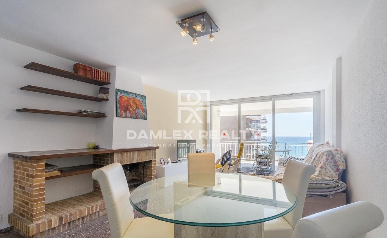Precioso apartamento en segunda línea de mar.