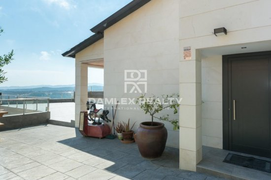 Villa contemporánea con vistas al mar en las alturas de Lloret de Mar