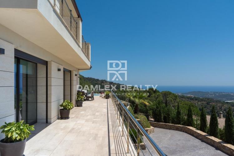 Villa prestigiosa con vista panorámica al mar Mediterráneo