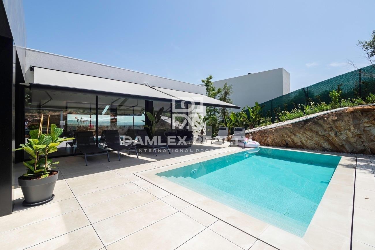 Casa de lujo de diseño moderno con vistas al mar