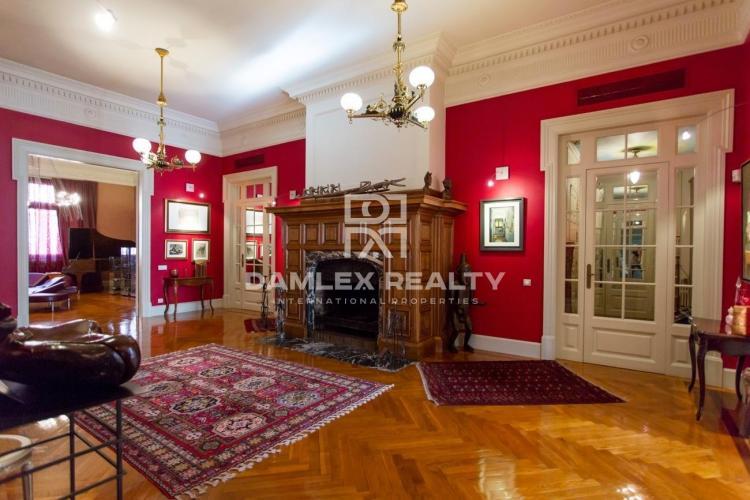 Exclusivo apartamento en la Avenida Diagonal, a 5 minutos a pie del Paseo de Gracia.