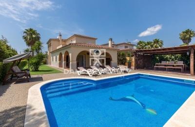 Villa con licencia turística en una urbanización tranquila de Calonge, Costa Brava