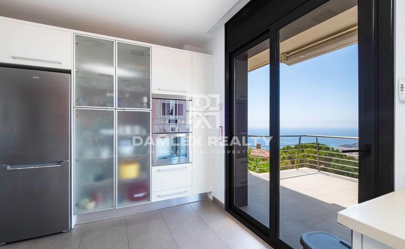 Villa de lujo con vistas panorámicas al mar en la urbanización Roca Grossa