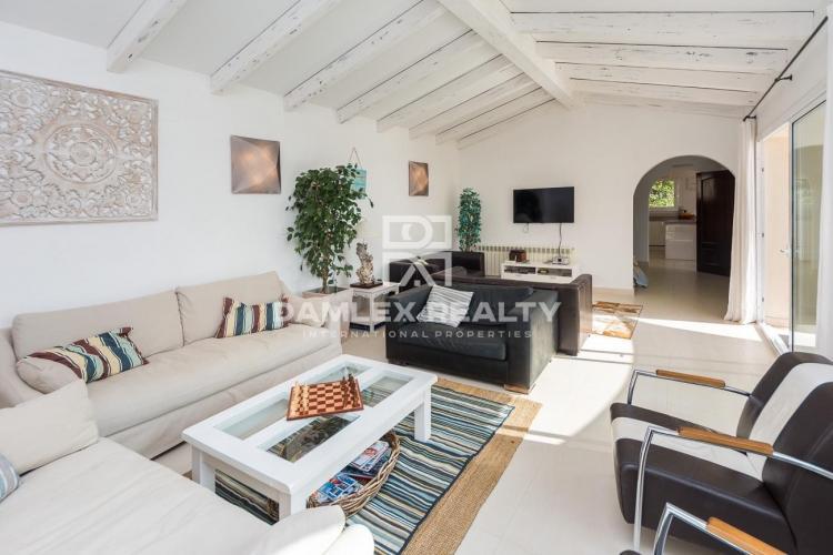 Villa moderna con vistas al mar y licencia turistica