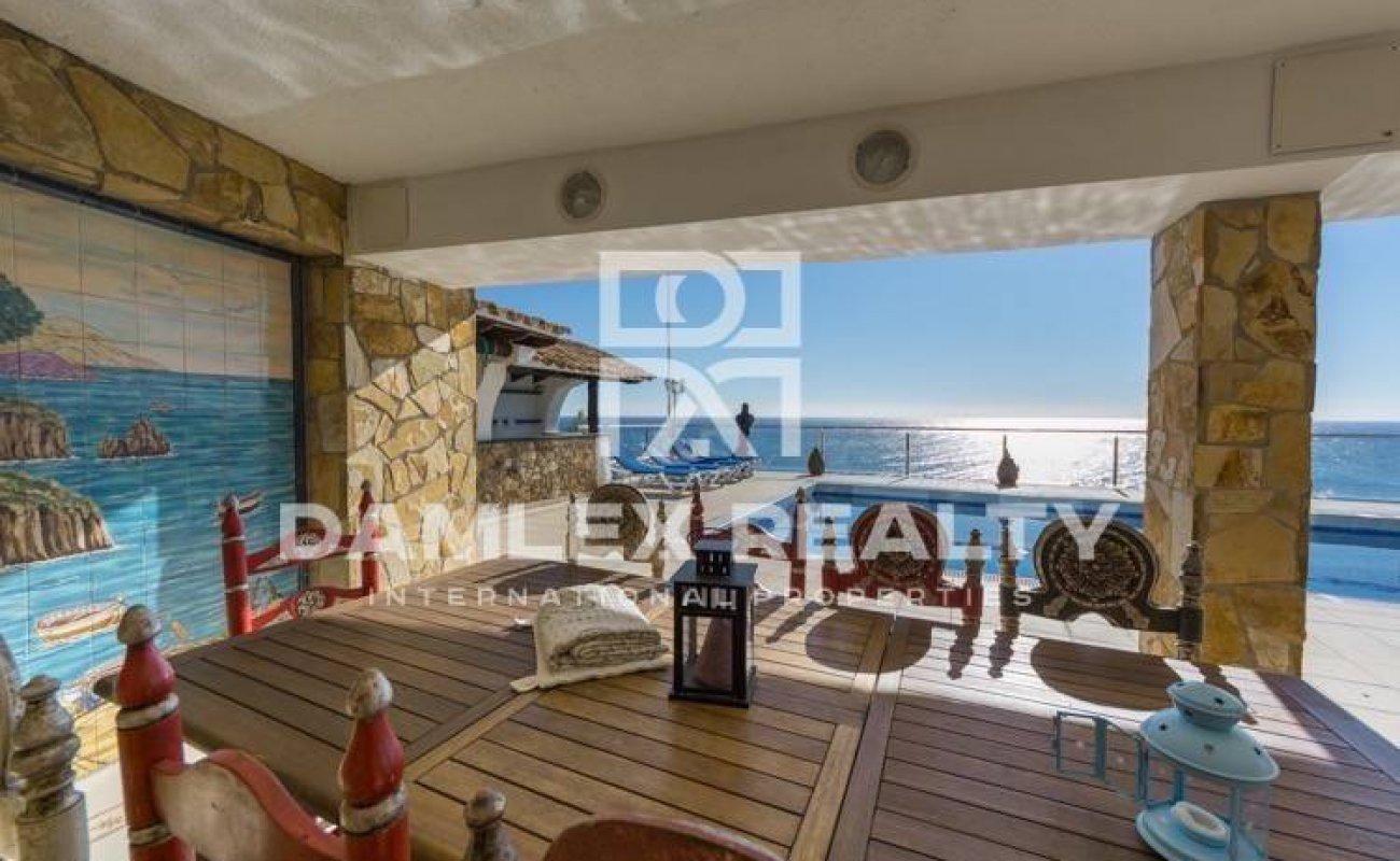 Villa exclusiva en primera línea del mar en Costa Brava