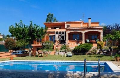 Villa en una urbanización tranquila en la Costa Brava