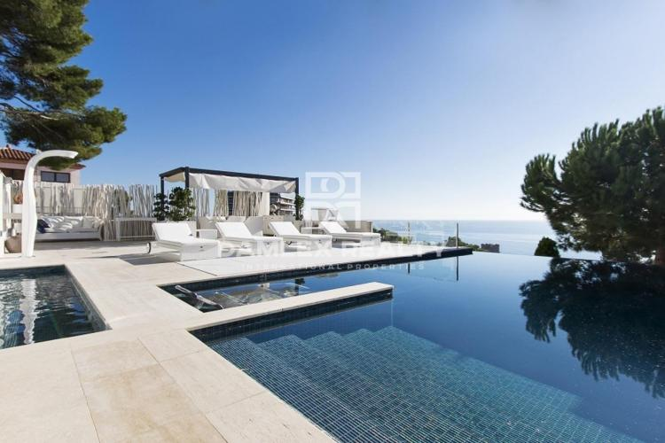 Villa exclusiva con espléndida vista al mar