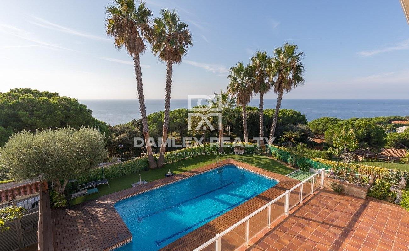 Villa lujosa con imperdibles vistas al mar