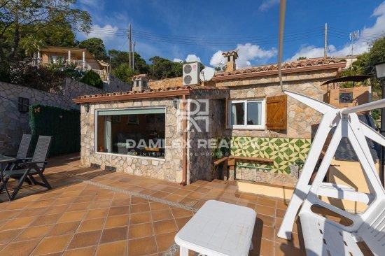 Casa con vistas panorámicas al mar en la urbanización Serra Brava, con licencia turística