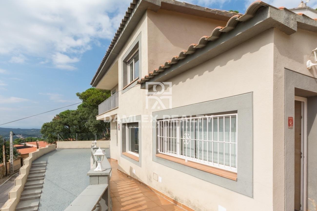 Casa reformada con bonitas vistas al mar