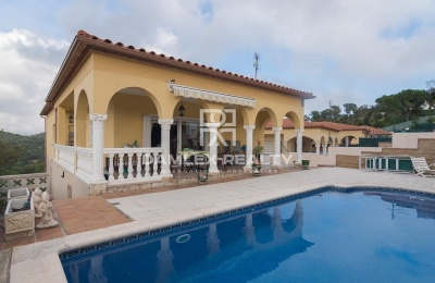 Casa de una sola planta en Calonge con bonitas vistas panorámicas