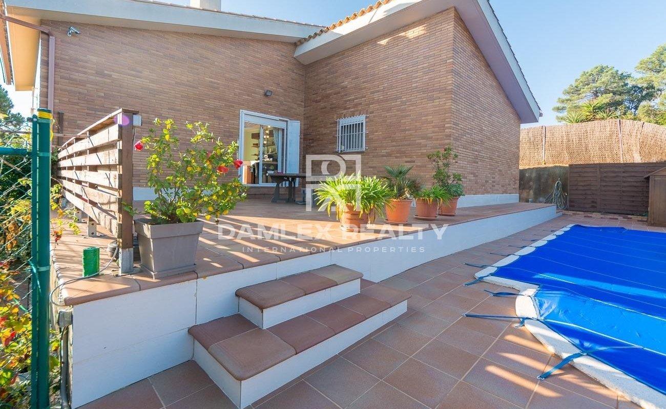 Villa moderna en una bonito entorno natural