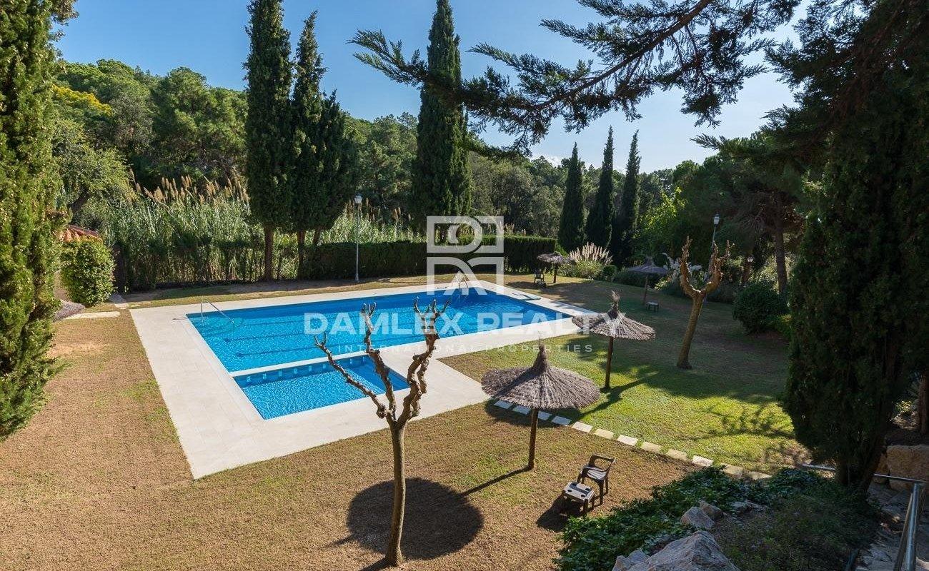 Casa con licencia turistica en Lloret de Mar en una urbanización tranquila con piscina comunitaria