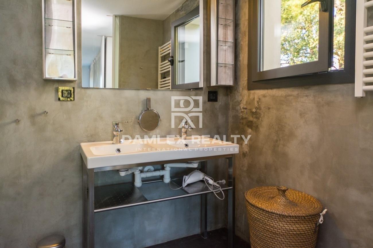 Magnifica villa de arquitecto en el bosque de una urbanizcion de Lloret de Mar