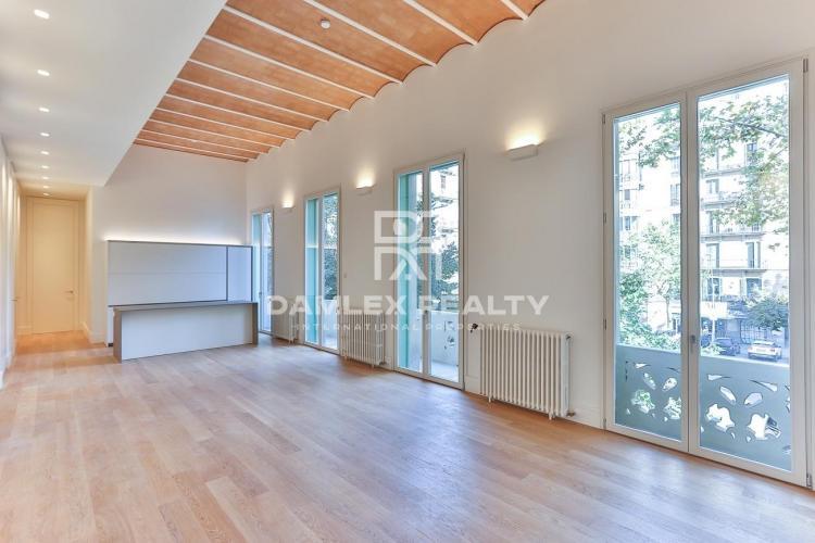 Apartamento reformado de 232,33 m2 cerca de Plaza Catalunya
