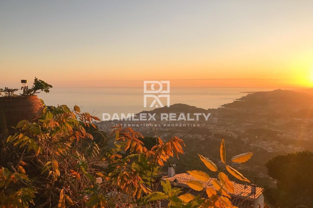 Terreno con vistas al mar y licencia de obra