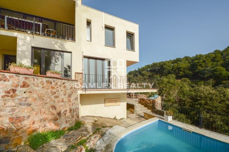 Bonita casa cerca de la playa privada de Santa Maria de Llorel