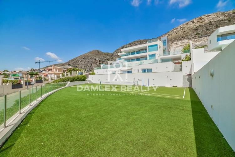 Villa con vistas panorámicas al mar y 2 apartamentos de invitados en Sierra Cortina Finestrat, Benidorm / Alicante