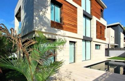 Villa moderna cerca de la playa en Castelldefels