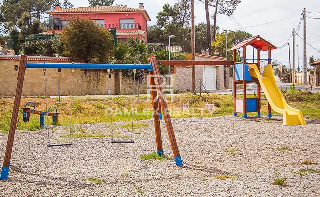 Vivienda unifamiliar aislada, situada en Lloret de Mar, urb. Serra Brava