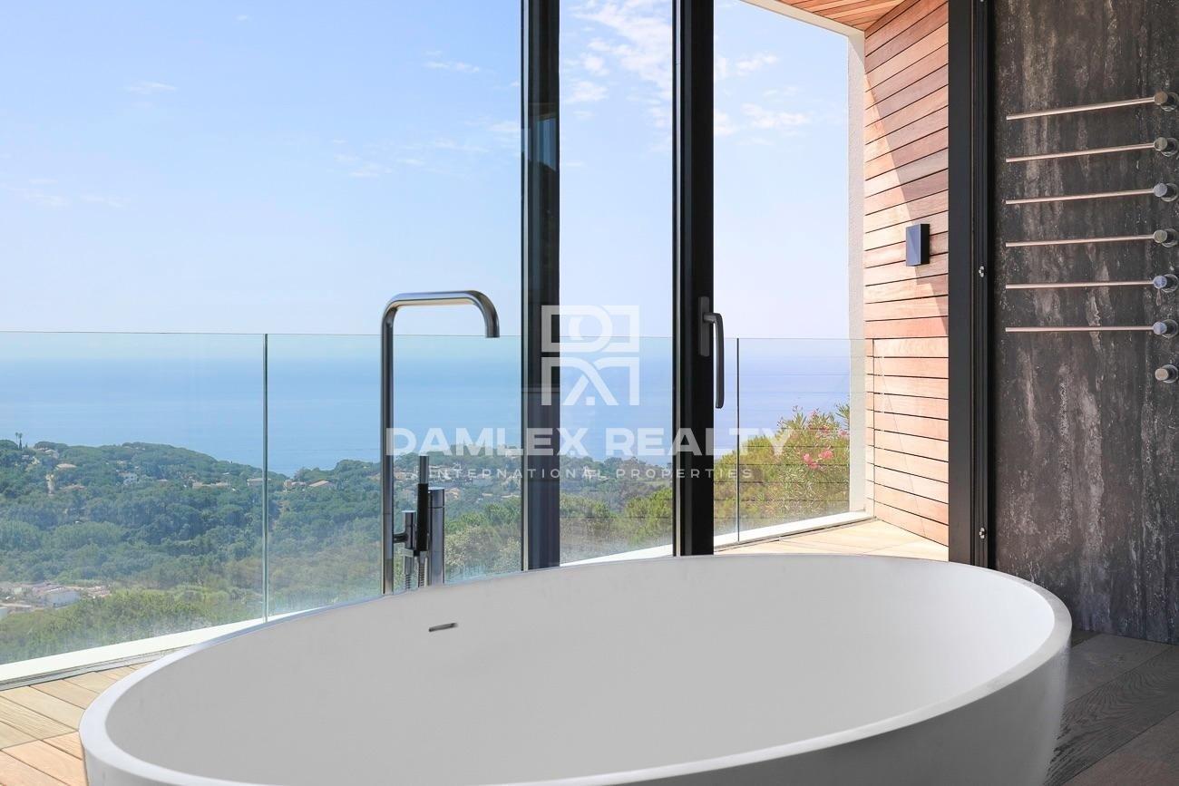 Lujosa y moderna villa con asombrosas panoramicas vistas al mar