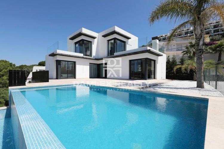 Casa con vistas al mar, de nueva construcción en Cala Montgó, L'Escala
