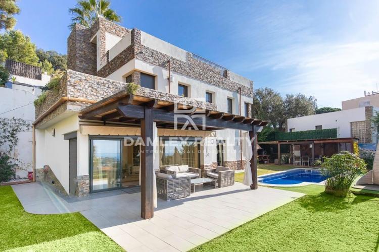 Bonita casa en la urbanización Urcasa con buena vista al mar