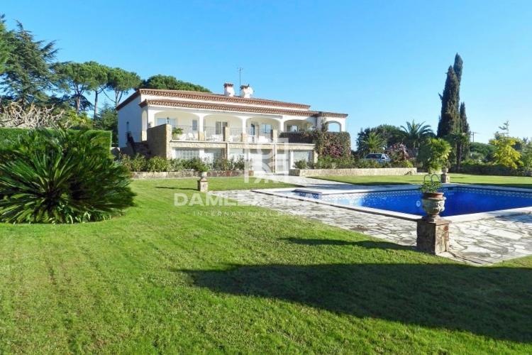 Villa neoclásica junto a la playa de Sant Feliu de Guixols