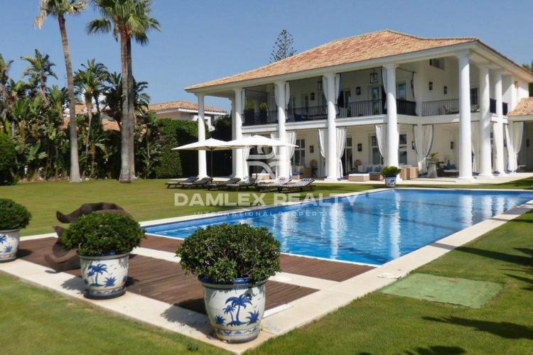 Villa en primera linea del mar en Casasola