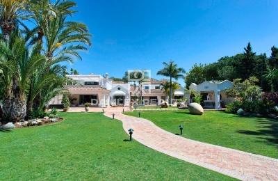 Magnífica mansión cerca de la playa en Guadalmina Baja