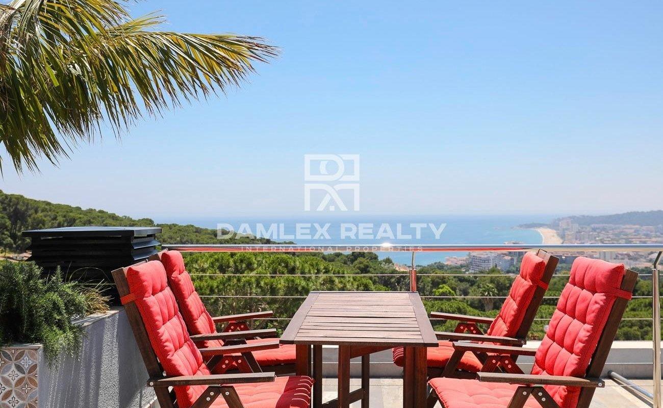 Villa moderna con vistas panorámicas al mar y cerca de la playa