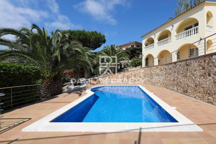 Casa moderna en una urbanisacion popular de Playa de Aro