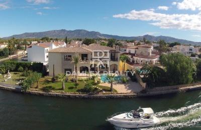 Villa de lujo en el canal principal con su propio amarre