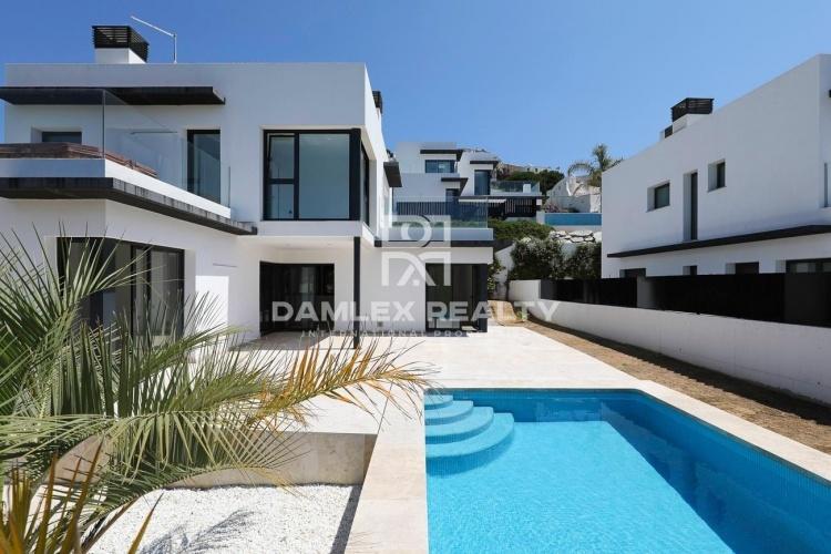 Casa nueva en segunda línea del mar en L`Escala